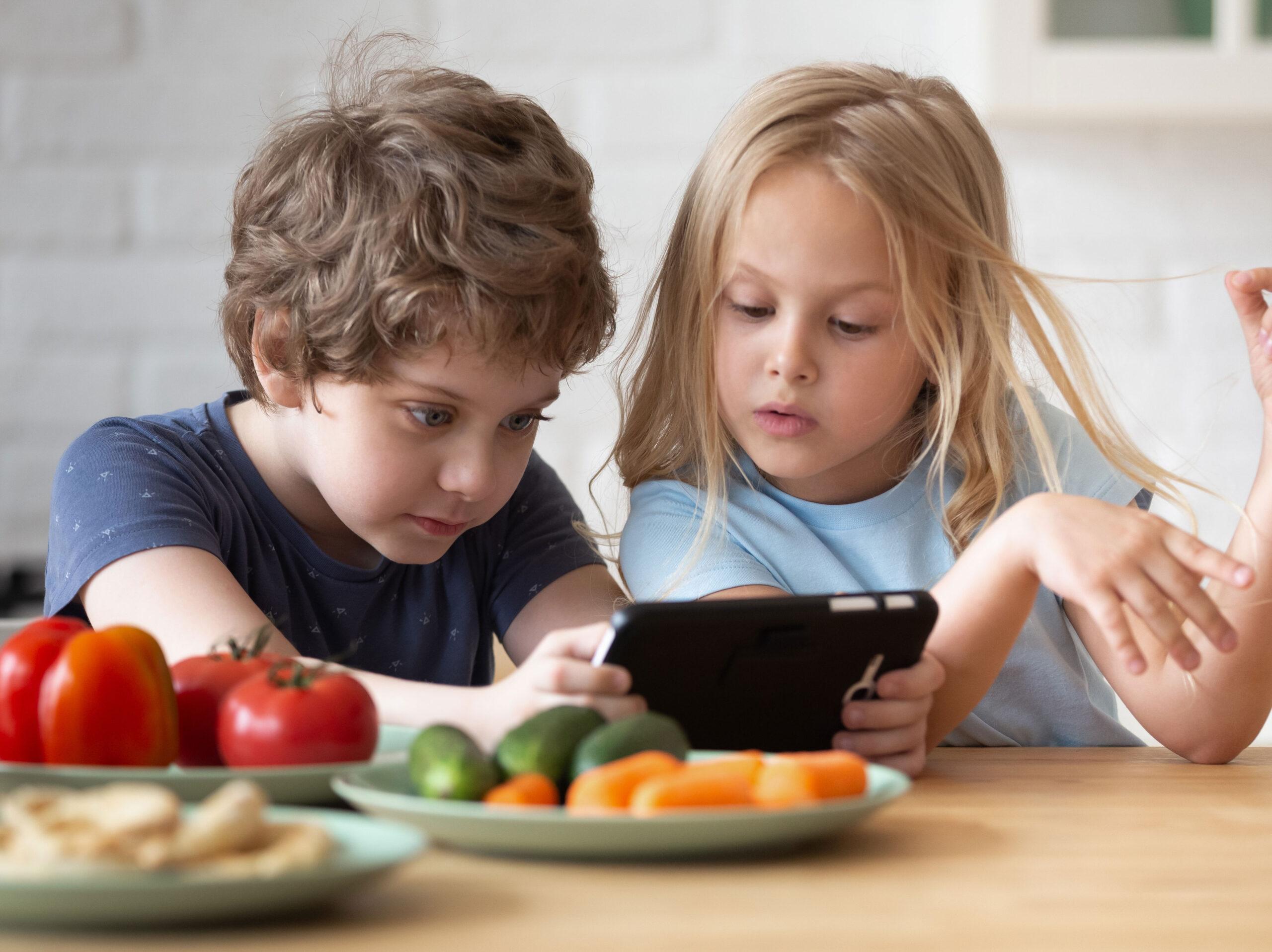 De-la-ce-vârstă-le-facem-cunoștință-copiilor-cu-electronicele-și-gadgeturile