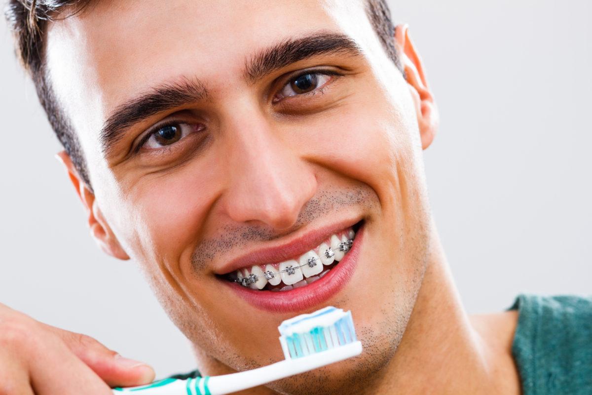 Cat-de-eficienta-este-periuta-de-dinti-electrica-daca-purtam-aparat-dentar-1