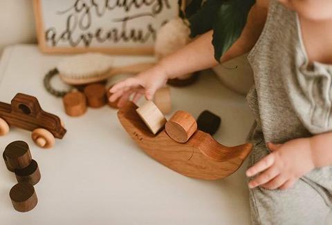 3-factori-de-luat-in-considerare-atunci-cand-cumparati-jucarii-din-lemn
